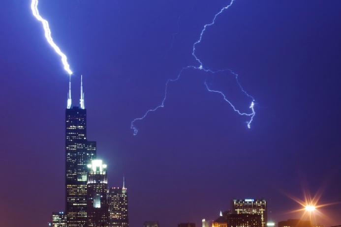 Willis-Tower-Lightning-Strike